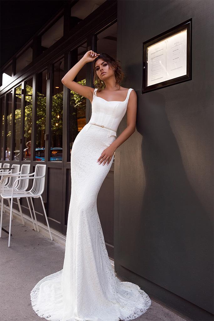 Suknie ślubne Alana Kolekcja  L`arome de Paris  Sylwetka  Dopasowana sukienka   Kolor  Kremowy  Dekolt  Prosty  Rękawy  Szerokie ramiączka  Flex  Z trenem