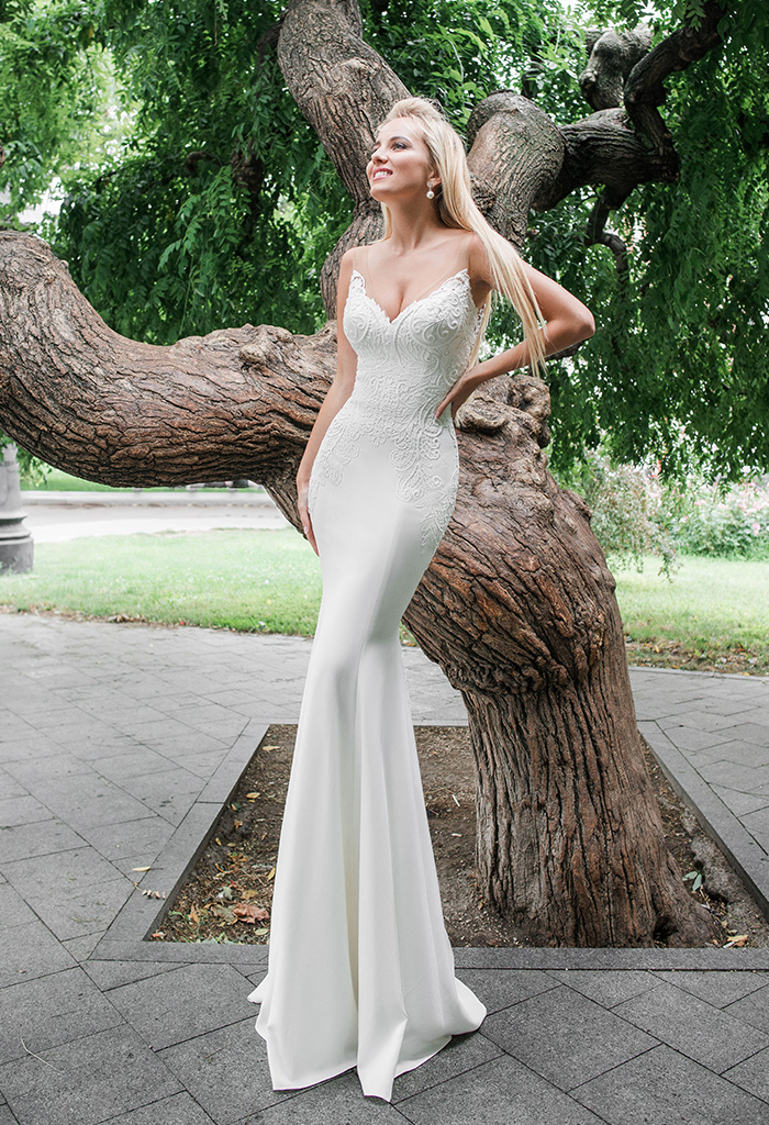 Wedding dresses Eridan Collection  Iconic Look  Silhouette  Fitted  Color  Ivory  Neckline  Sweetheart  Illusion  Sleeves  Sleeveless  Train  With train