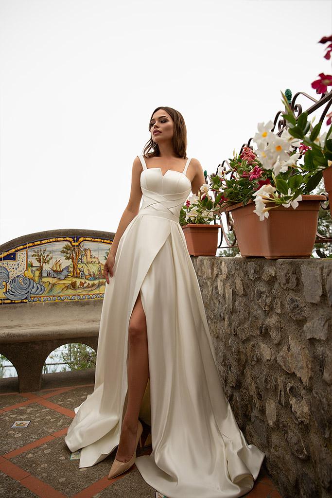 Весільні сукні Nevada Колекція  Dolce Italia  Силует  А-Силует  Колір  Шампань  Виріз  Прямий  Рукави  Широкі бретелі  Шлейф  З шлейфом